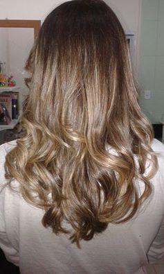Lindas ondas  Escova modelada #loira #ondas #cabelos estudante cabeleireiro(a)
