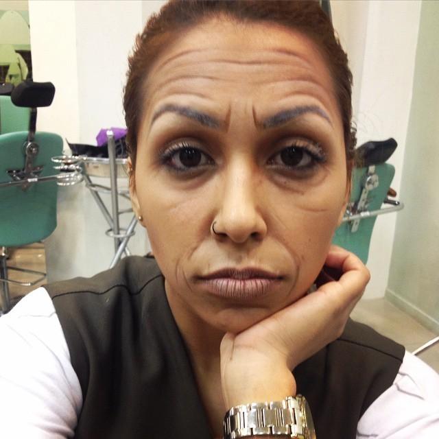 Envelhecimento para teatro. maquiador(a) designer de sobrancelhas