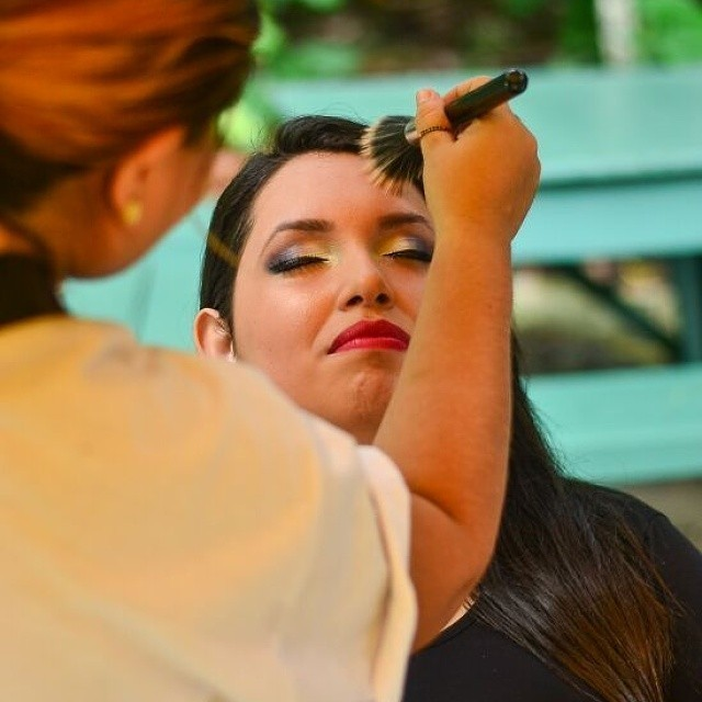 empresário(a) / dono de negócio maquiador(a)