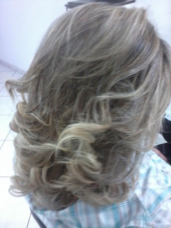 Mechas no papel , matização ,  hidratação e finalização com baby liss cabeleireiro(a)