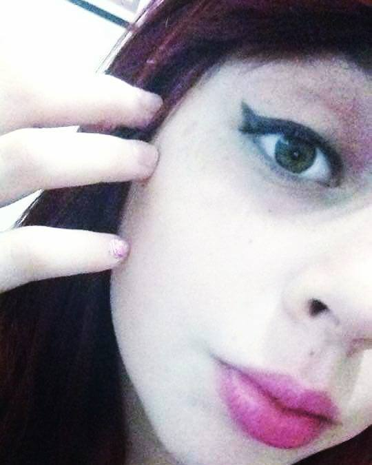 ... E as adolescentes A-D-O-R-A-M um delineado!! =D #Makeupbyfreitasmari #instamakeup #cosmedic #cosmedcs #fashion #instagood #beautiful #maquillaje #linda #festa #debutante #madrinha #social #noiva #balada  maquiador(a)