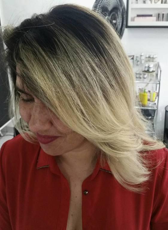 #ombrehair #loira stylist / visagista cabeleireiro(a) maquiador(a) designer de sobrancelhas
