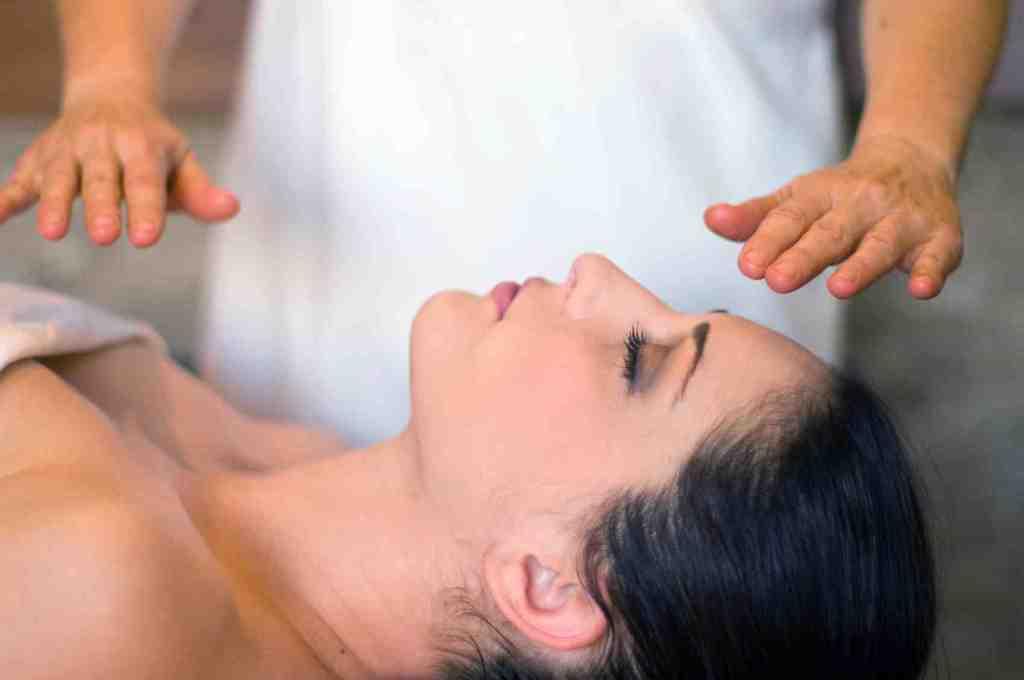 Terapia Reiki terapeuta aromaterapeuta massagista outros vendedor(a)