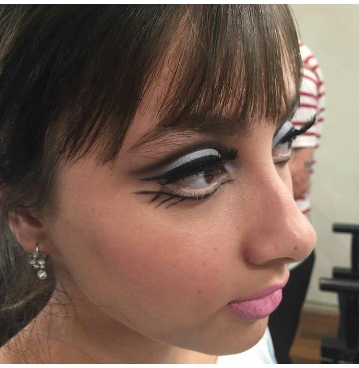 Maquiagem Anos 60 maquiador(a) designer de sobrancelhas