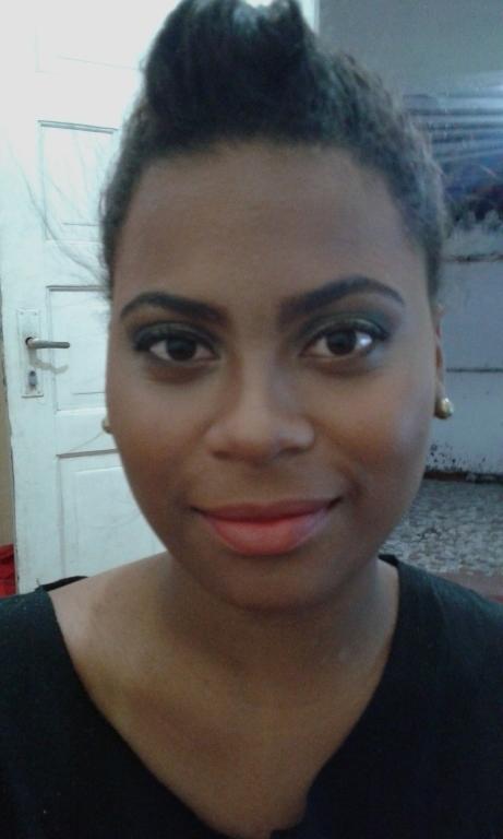 Trabalho feito na querida Raphaella. estudante (maquiador) designer de sobrancelhas