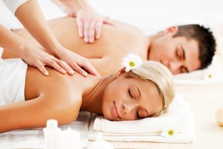 A massagem traz muitos benefícios, tanto para a sua saúde, como para o seu bem-estar. Ela ajuda a relaxar o corpo, melhora o sistema circulatório e linfático, contribui para a eliminação de toxinas, diminui dores musculares e nas articulações, alivia a pressão nas costas e pescoço, provocada por má postura, e ainda ajuda a melhorar a qualidade do sono. #CuideDeVocê  #Relaxe #BemEstar  esteticista