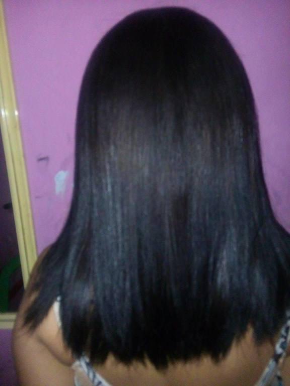 uma visão melhor do cabelo depois de texturizado auxiliar cabeleireiro(a) escovista