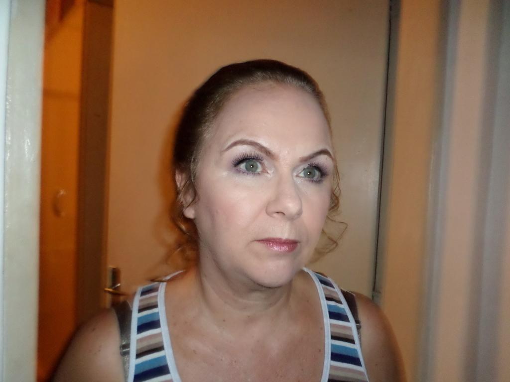 Maquiagem mãe do noivo. Atendendo o pedido da cliente fiz uma maquiagem leve nos olhos porém com uma marcação das sobrancelhas e ressaltando os olhos claros sem que marcasse na linha d'água para que ela pudesse chorar as vontade na cerimonia sem borrar ou se sujar com a maquiagem. #maquiagemdecasamento #mãedonoivo #mãedanoiva #casamento #maquaigem #maquaigemsocial #makeup maquiador(a)
