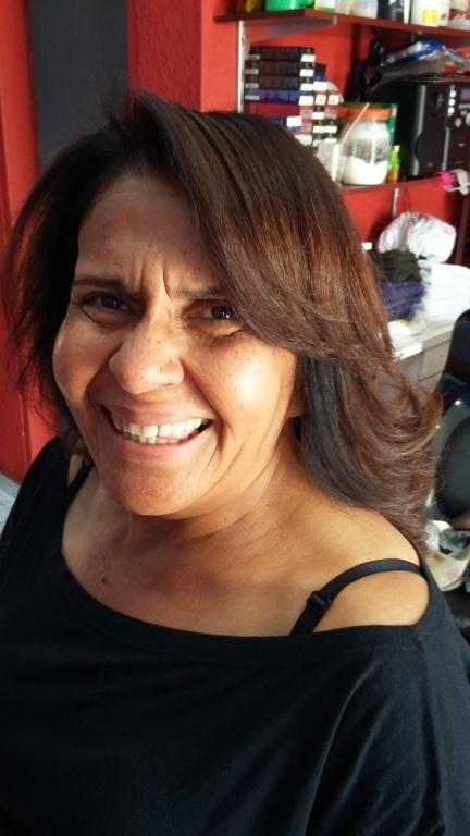 Coloração e corte escova. cabeleireiro(a) maquiador(a)