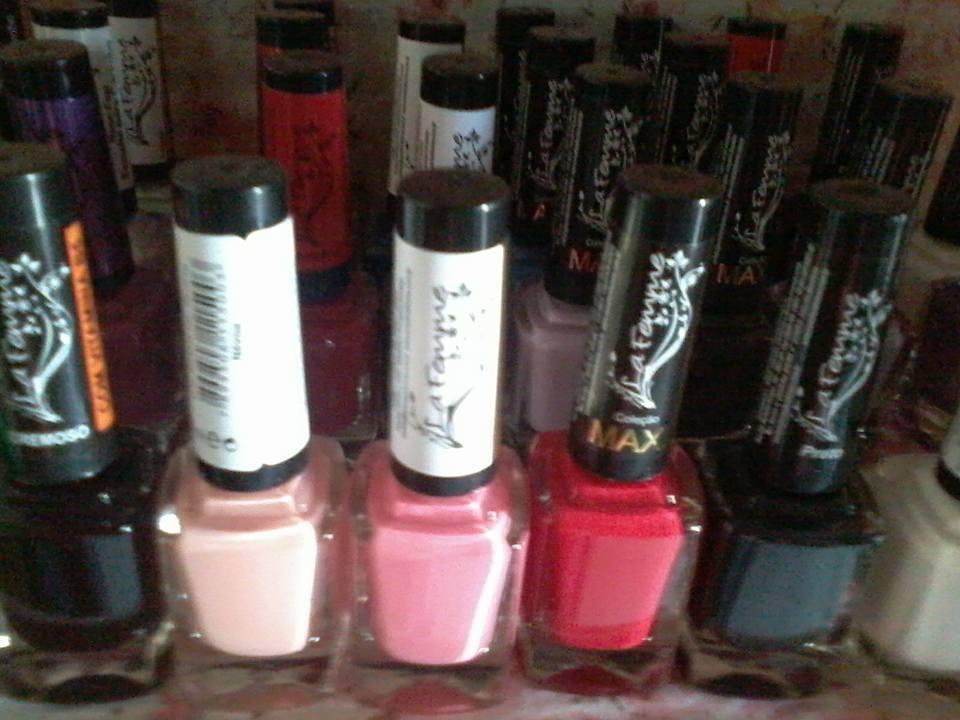 Escolha sua cor e fique com as unhas lindas...Esmaltes La Famme cremosos por R$ 5,50 cada...Marque seu horario ou encomende o se esmalte pelo 44-997274937... 💅💅💅 unha manicure e pedicure