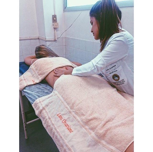 Massagem Relaxante #massoterapiacorporal #massagemrelaxante #laraorsariane estudante (esteticista) maquiador(a) designer de sobrancelhas
