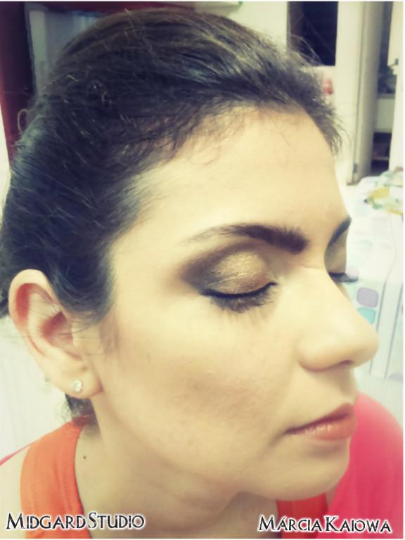 Make  cabeleireiro(a) maquiador(a) designer de sobrancelhas