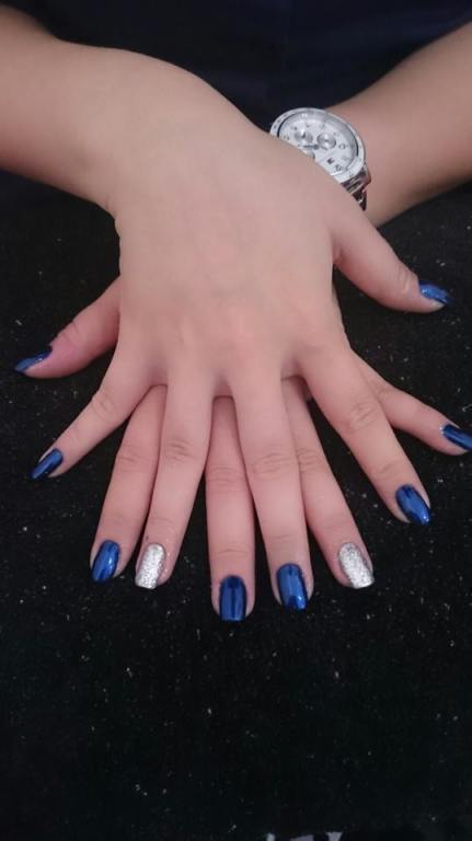 Para quem gosta de unhas metalizadas, essa é uma linda combinação, azul e prata! manicure e pedicure maquiador(a) designer de sobrancelhas