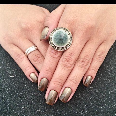 Unhas em degradê dourada e marrom! manicure e pedicure maquiador(a) designer de sobrancelhas