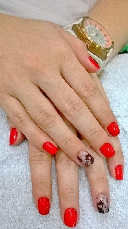 Aplicação de película com o vermelho tomate! manicure e pedicure maquiador(a) designer de sobrancelhas