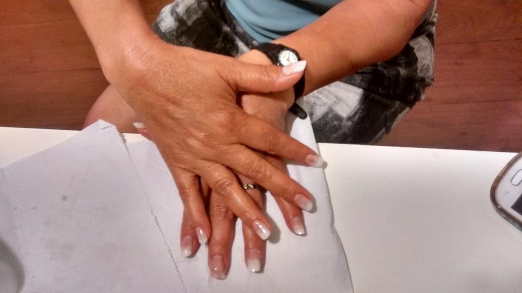 Esfoliação e hidratação e unha em gel e porcelana podólogo(a) assistente maquiador(a) auxiliar cabeleireiro(a) assistente esteticista manicure e pedicure designer de sobrancelhas depilador(a) outros