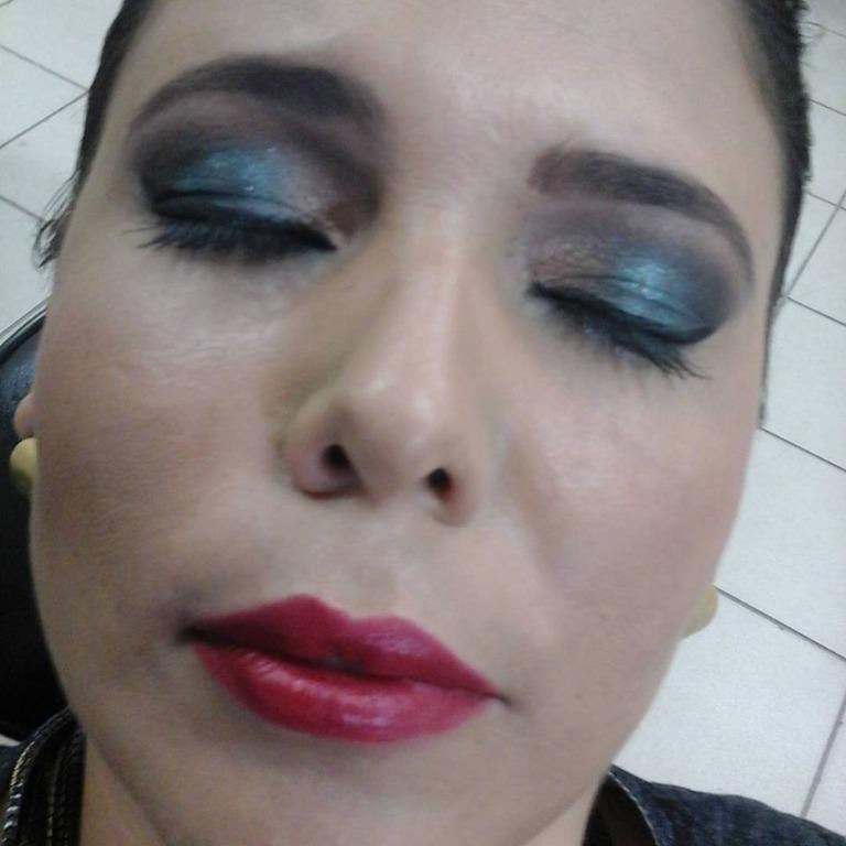 Make feita com o quinteto de sombras Emerald Noir Mary Kay! #make #maquiagemparafesta #makeup #maquiagemprofissional #olhotudobocatudo  maquiador(a) assistente maquiador(a) designer de sobrancelhas depilador(a)