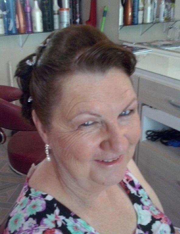 cabeleireiro(a) escovista maquiador(a)