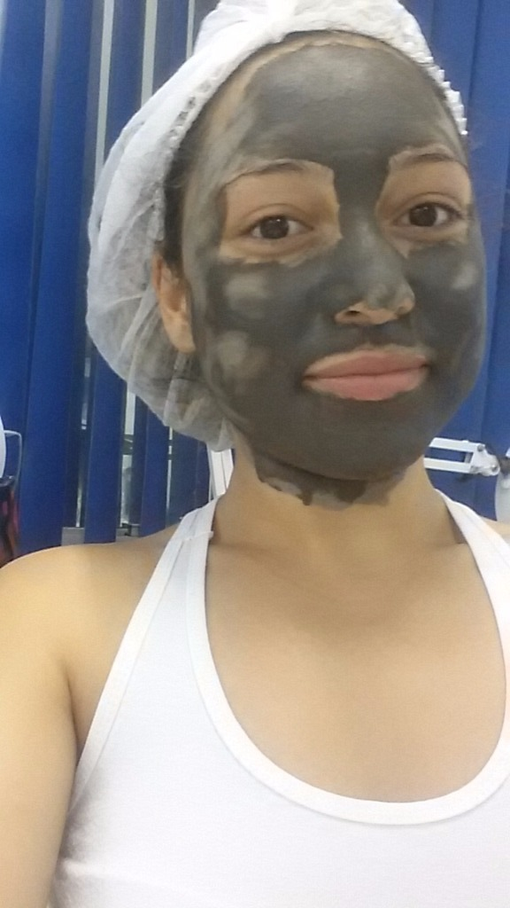 Máscara de Argila Preta esteticista designer de sobrancelhas
