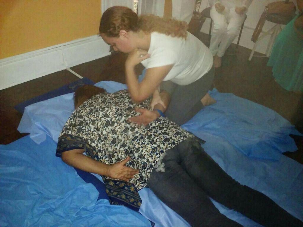 Massagem terapêutica. #estagio  massoterapeuta
