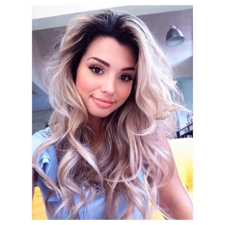 Um dos looks usados pela modelo Kimberly Avila na gravação do videoclipe do cantor Fernando Porto. maquiador(a) cabeleireiro(a) consultor(a) em imagem