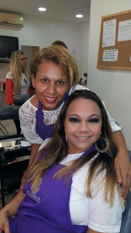 esteticista cabeleireiro(a) depilador(a) designer de sobrancelhas maquiador(a)