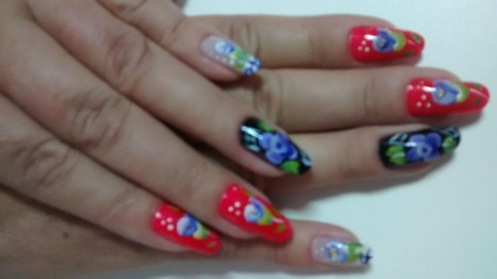 Cutícula e desenho: Mônica araujo manicure e pedicure