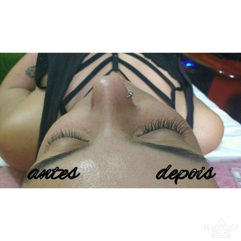 estudante designer de sobrancelhas