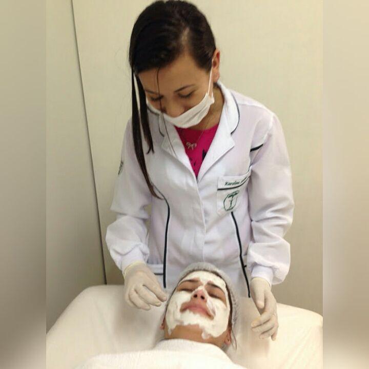 Limpeza facial assistente maquiador(a) auxiliar cabeleireiro(a) maquiador(a) estudante (esteticista) estudante
