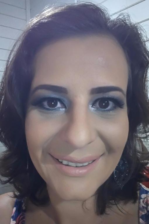 Make do tutorial Make para Ano Novo!!!  www.belaspoderosas.com.br designer de sobrancelhas micropigmentador(a)