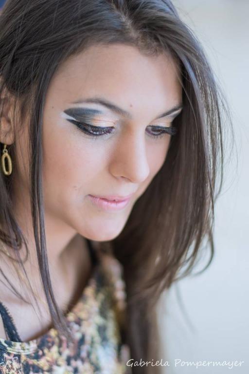 maquiagem  maquiador(a) cabeleireiro(a) designer de sobrancelhas