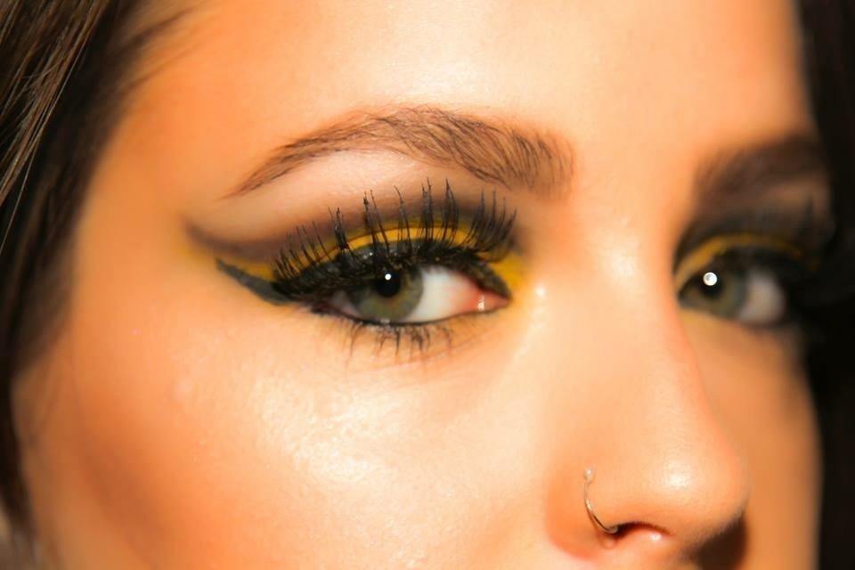 designer de sobrancelhas assistente maquiador(a) maquiador(a)