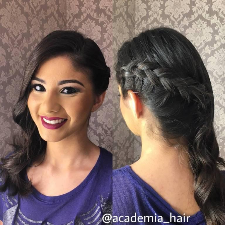 penteado lateral com trança e ondas marcadas. #trança #penteados #penteado #makeup #hair  stylist / visagista cabeleireiro(a)