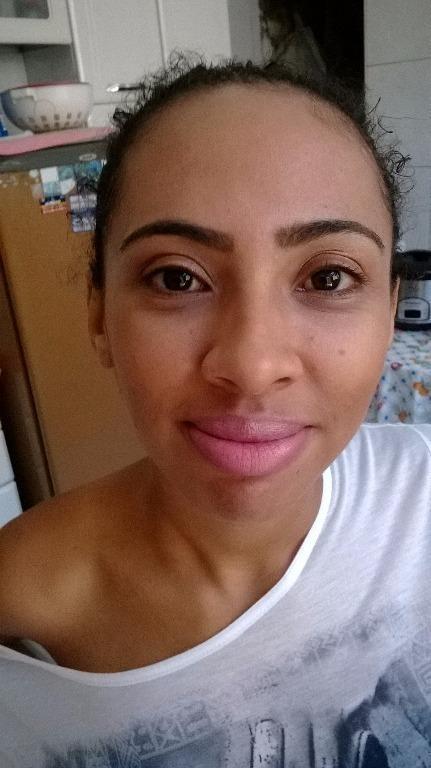 e com Makeup dia e sobracelha
