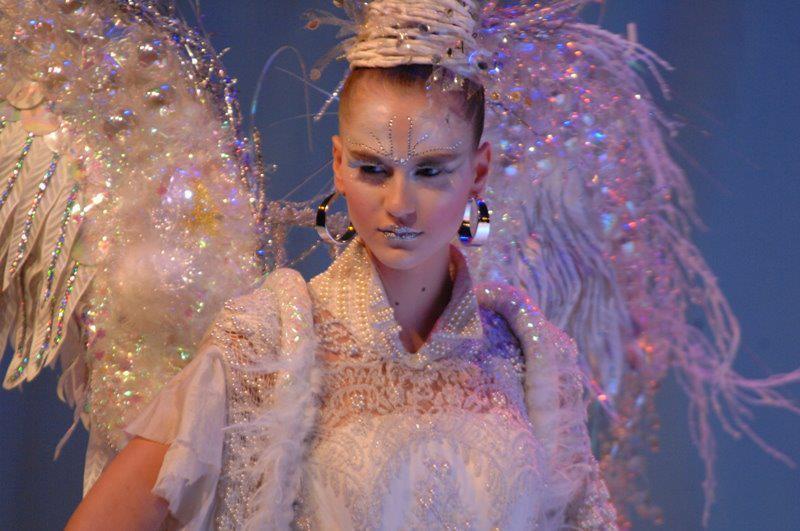 Make para o desfile da Intercoiffure na Hair Brasil 2009 maquiador(a)