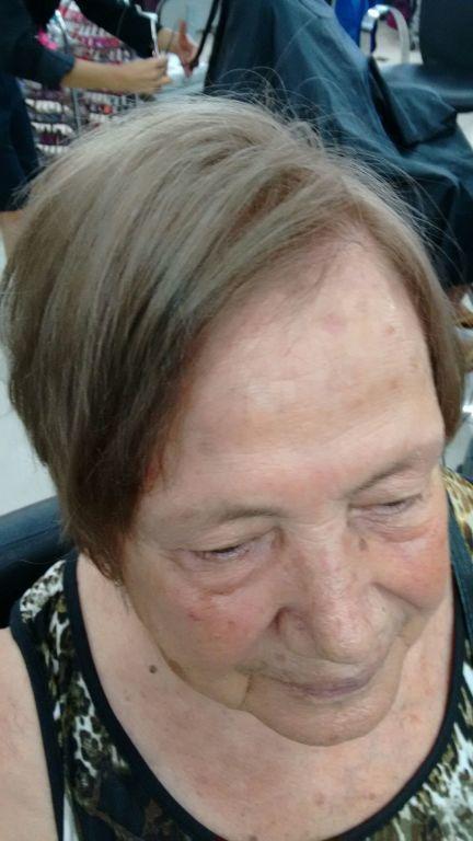 Cabelo 100% branco,efeito cinza iceberg..., cabeleireiro(a)