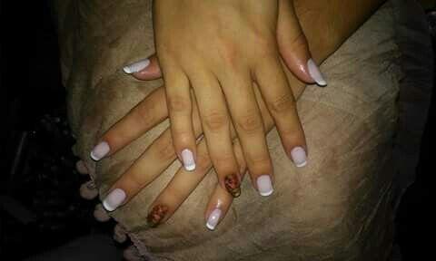 Ta simples tambem so pra mostra a francesinha unha manicure e pedicure