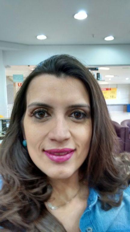 Maquiagem e cabelo por sharlon Lisboa...... No corte Stilo SAMPA...... cabeleireiro(a)