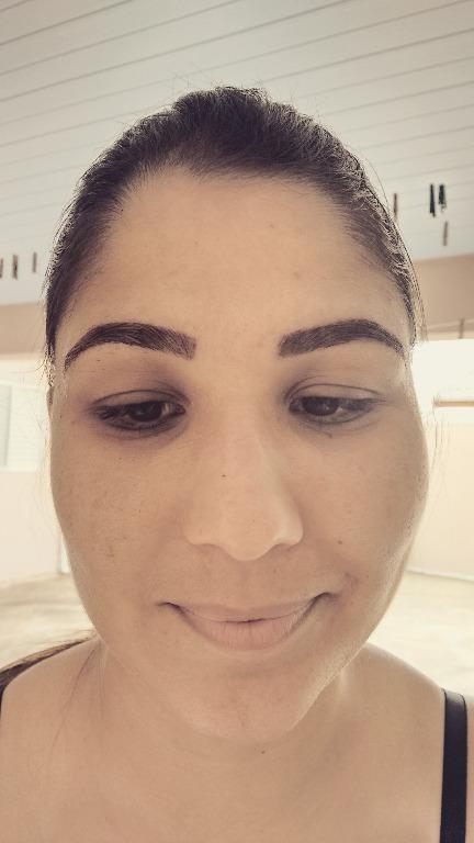 designer de sobrancelhas