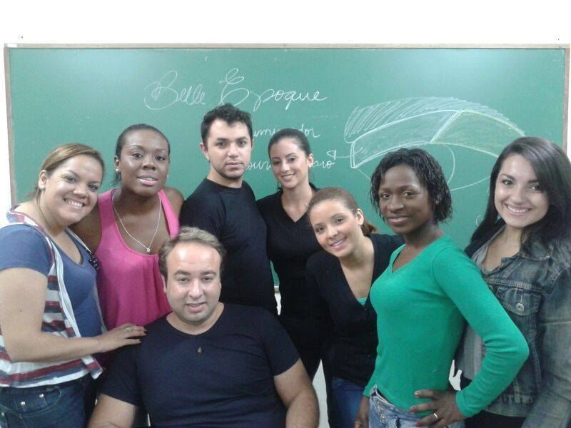 Aula de  maquiagem esteticista depilador(a)