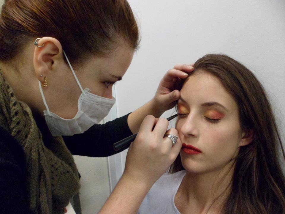 Maquiagem para ensaio fotográfico #maquiagem #maquiadora  #maquilage m#maquiadoraprofissional #makeup #make #foto #fotografia #photo #fotografo #color #beauty #editorial cabeleireiro(a) maquiador(a) escovista designer de sobrancelhas depilador(a)