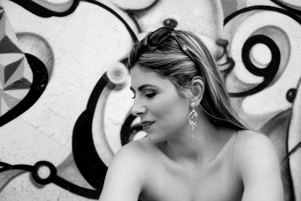 Preparação para ensaio fotográfico ao ar livre. #maquiagem #maquiadora  #maquilage m#maquiadoraprofissional #makeup #make #foto #fotografia #photo #fotografo #color #beauty #bookfotográfico #ensaiofotográfico #becodobatman cabeleireiro(a) maquiador(a) escovista designer de sobrancelhas depilador(a)