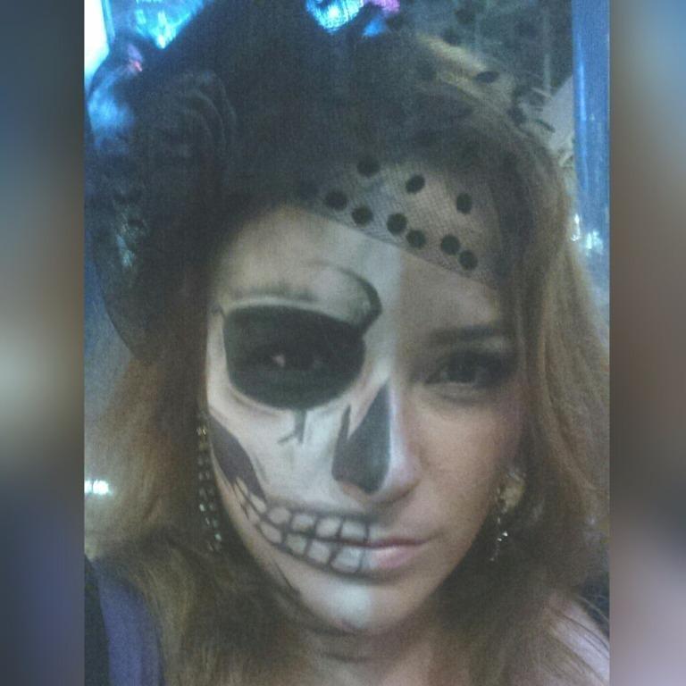 Maquiagem Cênica / Artística – Caveira #maquiagem #maquiadora  #maquilage m#maquiadoraprofissional #makeup #make #foto #fotografia #photo #fotografo #color #beauty #maquiagemcênica #maquiagemartística #cênica #arte #penteado #cabelo #maquiagemteatro #teatro #maquiagempalco #maquiagemapresentação  #maquiagemacaveira #maquiagemdeépoca #maquiagemépica  #fantasia #festafantasia #festaafantasia #fiesta #maquiagemfantasia cabeleireiro(a) maquiador(a) escovista designer de sobrancelhas depilador(a)