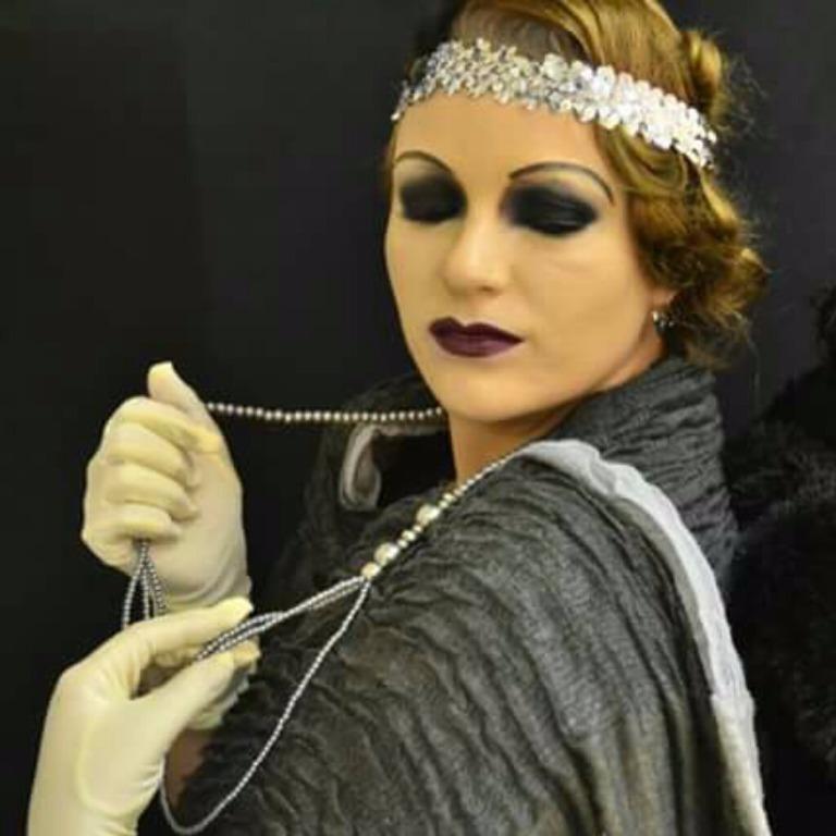 Maquiagem Cênica – Anos 20 #maquiagem #maquiadora  #maquilage m#maquiadoraprofissional #makeup #make #foto #fotografia #photo #fotografo #color #beauty #maquiagemcênica #maquiagemartística #cênica #arte #penteado #cabelo #maquiagemteatro #teatro #maquiagempalco #maquiagemapresentação  #maquiagemanos20 #anos20 #maquiagemdeépoca #maquiagemépica  #fantasia #festafantasia #festaafantasia #fiesta #maquiagemfantasia cabeleireiro(a) maquiador(a) escovista designer de sobrancelhas depilador(a)