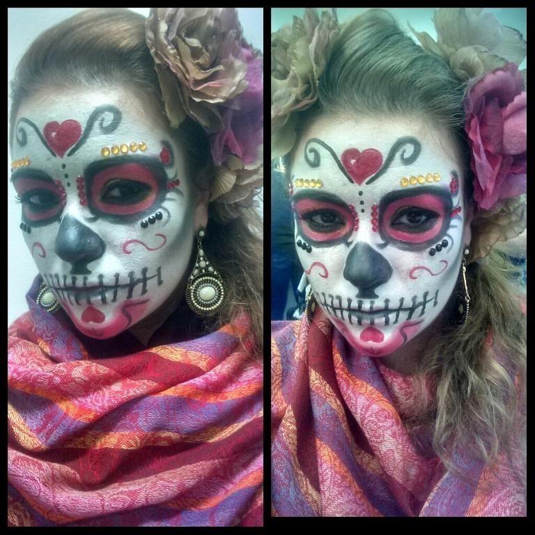 Maquiagem Cênica / Artística – Caveira Mexicana #maquiagem #maquiadora  #maquilage m#maquiadoraprofissional #makeup #make #foto #fotografia #photo #fotografo #color #beauty #maquiagemcênica #maquiagemartística #cênica #arte #penteado #cabelo #maquiagemteatro #teatro #maquiagempalco #maquiagemapresentação  #maquiagemacaveira #maquiagemdeépoca #maquiagemépica  #fantasia #festafantasia #festaafantasia #fiesta #maquiagemfantasia #caveira #caveiramexicana #diadosmortos #díasdemuertos cabeleireiro(a) maquiador(a) escovista designer de sobrancelhas depilador(a)