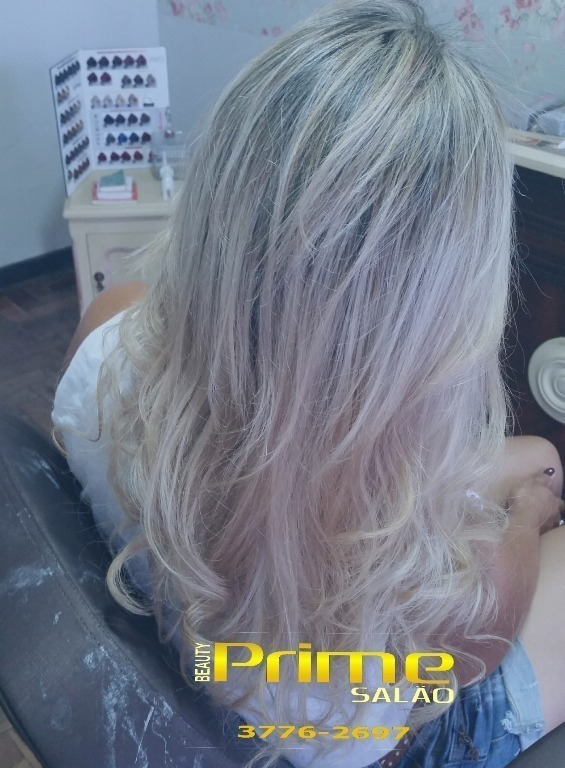 Platinado cabeleireiro(a)