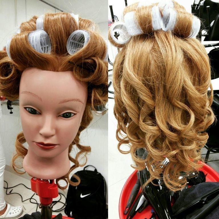 Aula de escova modelada cabelo estudante (cabeleireiro) estudante (maquiador)