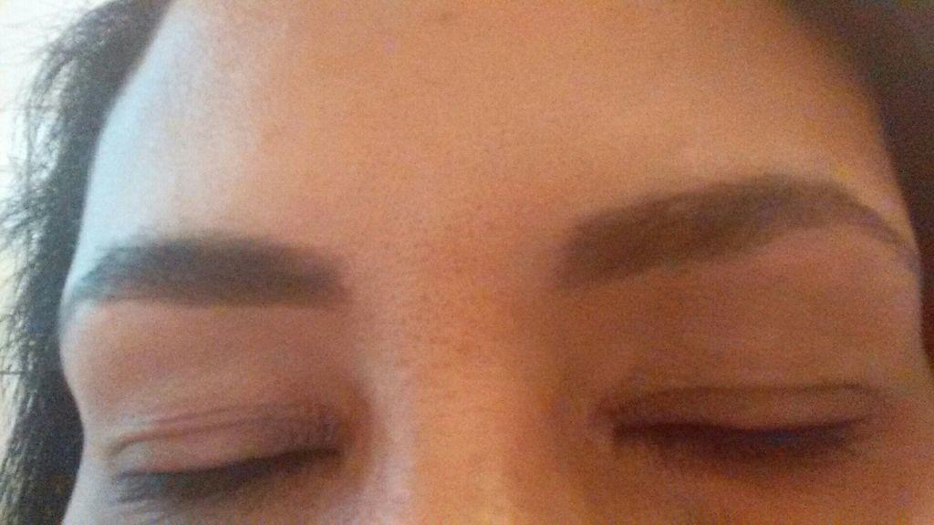 estética esteticista designer de sobrancelhas consultor(a) aromaterapeuta assistente maquiador(a) estudante (depiladora)
