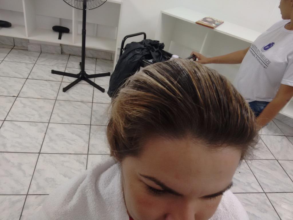 cabeleireiro(a) designer de sobrancelhas
