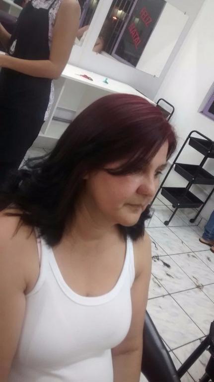 Primeiro corte.  cabeleireiro(a) designer de sobrancelhas